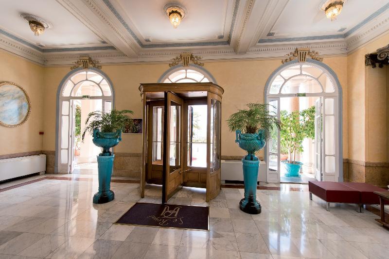 Lobby Le Royal