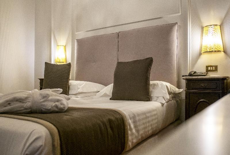 Room De La Ville