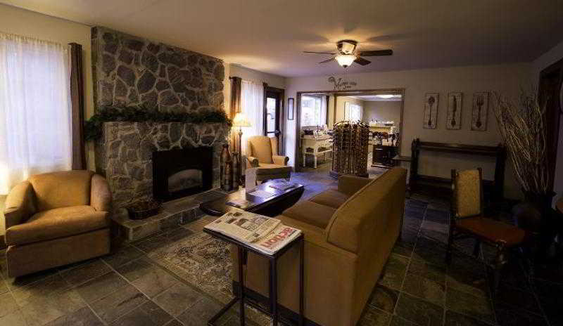 Lobby Avalon Lodge