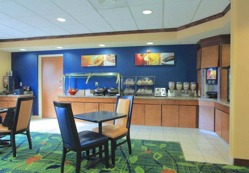 Fairfield Inn & Suites - Jacksonville Beach - Pool - 2