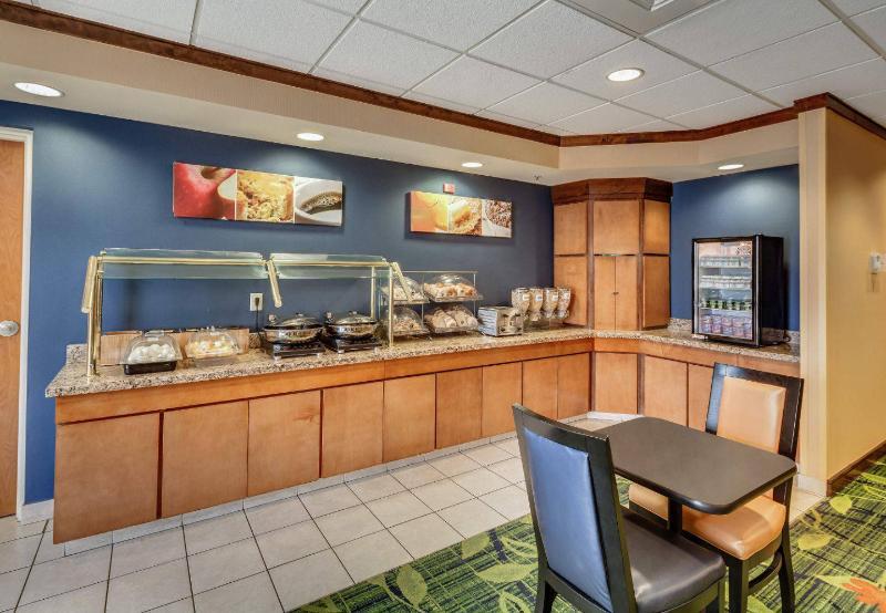 Fairfield Inn & Suites - Jacksonville Beach - Pool - 11