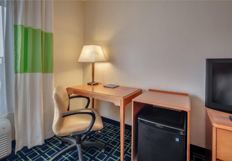 Fairfield Inn & Suites - Jacksonville Beach - Room - 9