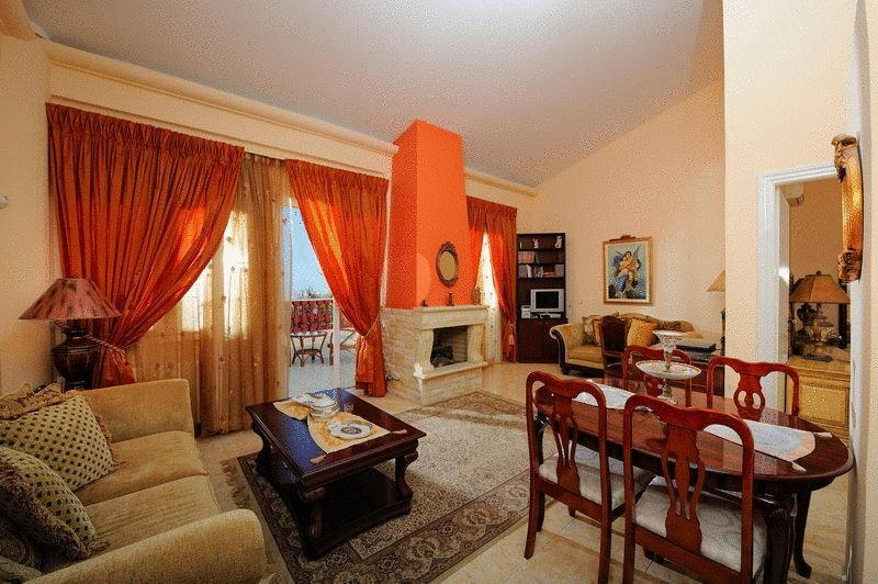 Room Vergis Epavlis