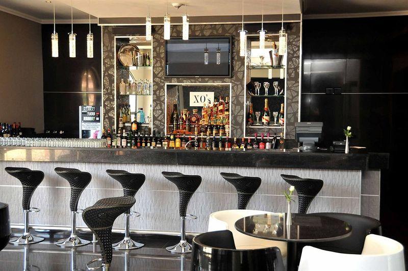 Velmore Hotel - Bar - 2