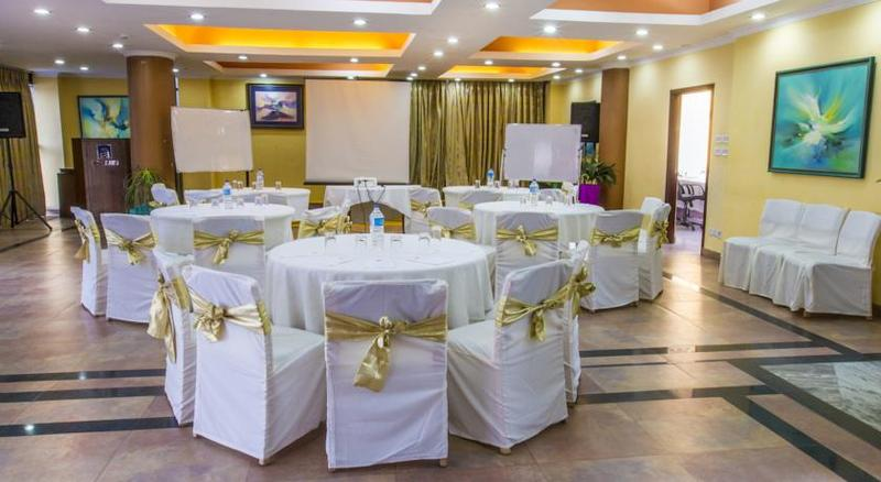 Summit Residency Airport Hotel Kathmandu - Pool - 2