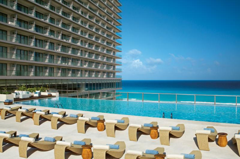 TWIN PREFERRED CLUB DELUXE OCEAN VIEW DOUBLE BEDS
