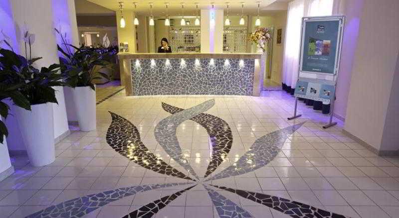 Lobby Blu Hotel Laconia Village