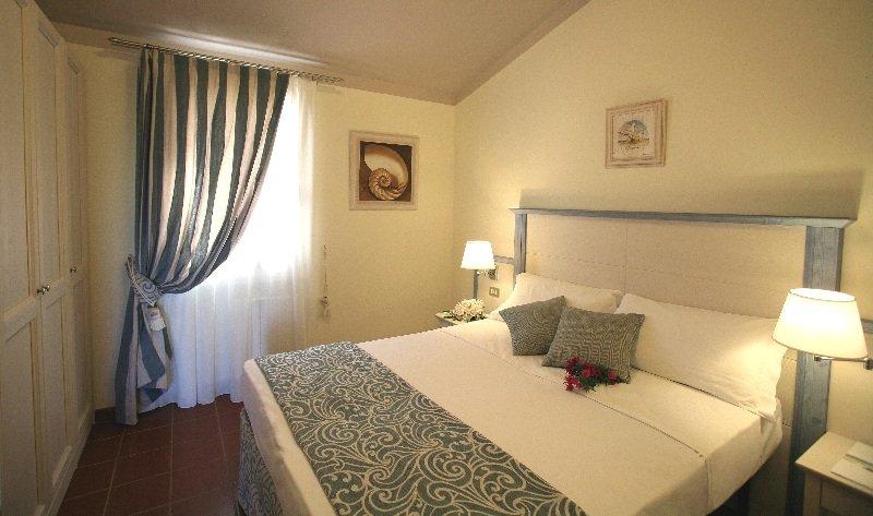 Room Blu Hotel Laconia Village