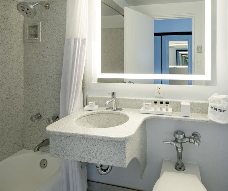 Room La Jolla Cove Suites