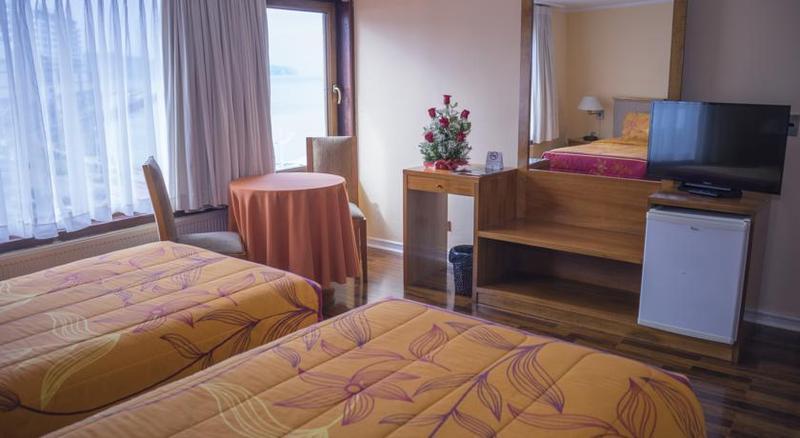 Room Gran Hotel Vicente Costanera