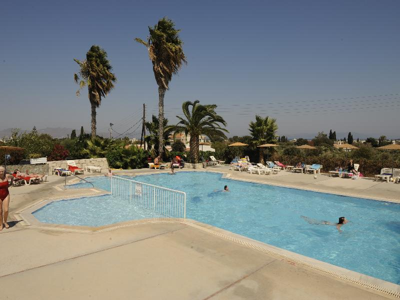 Gelli Apartments - Pool - 8