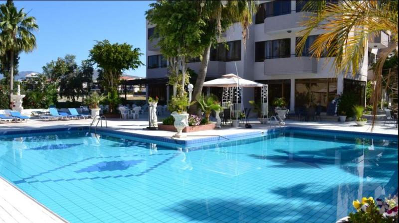 Tasiana Hotel Apts - Pool - 2
