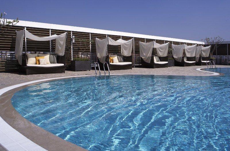 Pool Shangri-la\'s Far Eastern Plaza Hotel