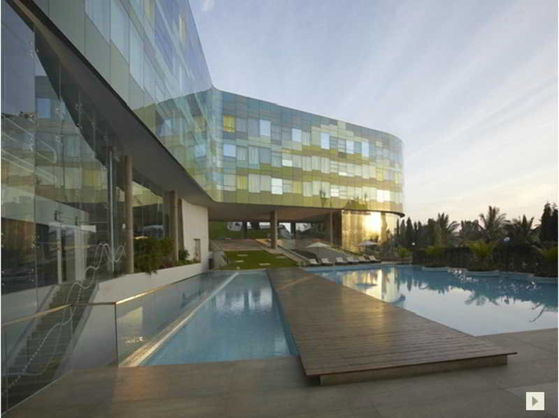 Pool Vivanta By Taj Whitefield