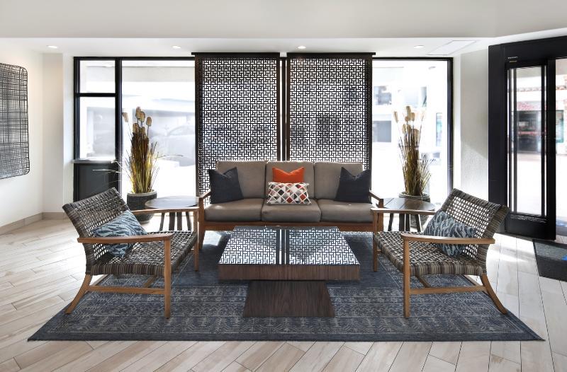 Lobby Tropicana Inn & Suites