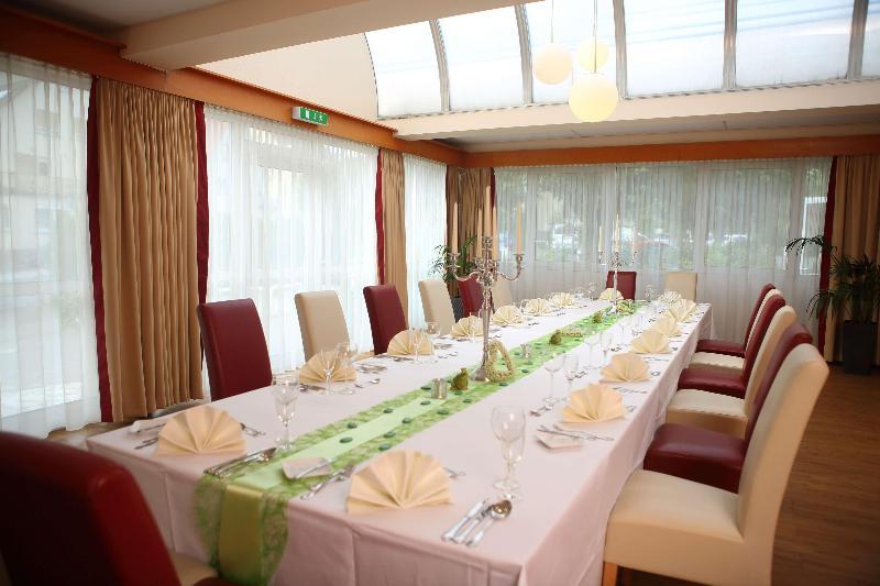 Best Western Hotel Rosenau - Pool - 2