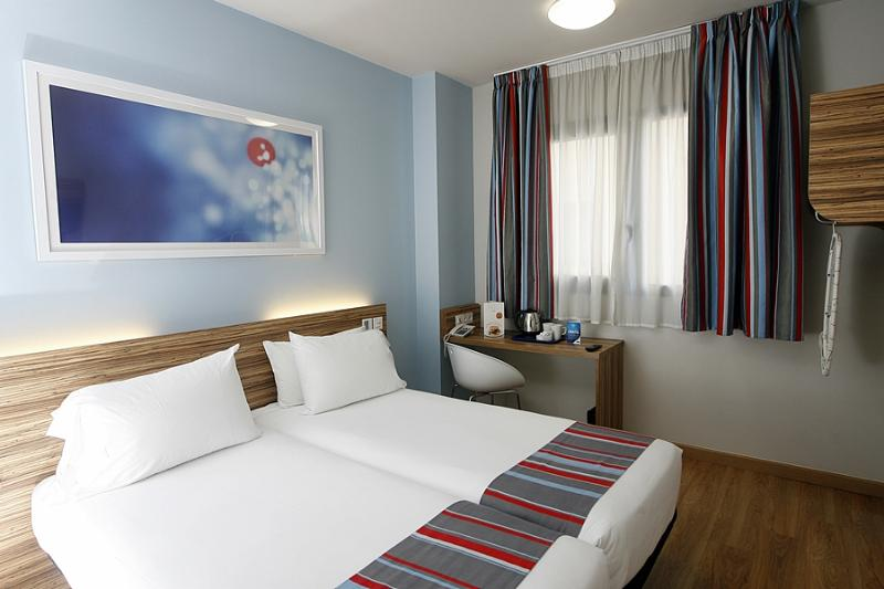Rooms in travelodge madrid alcal hotel madrid spain for Hotel regina alcala 19 madrid
