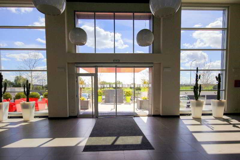 Photo of [subject] Vertice Roomspace Madrid