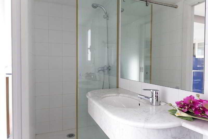Room Ainb Diagonal Francesc Macià Apartments