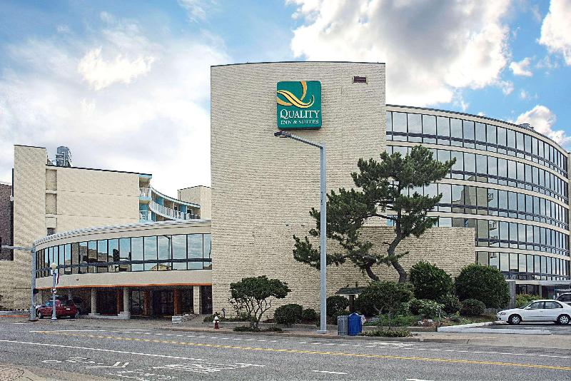 Quality Inn & Suites Oceanfront - Hotel - 2
