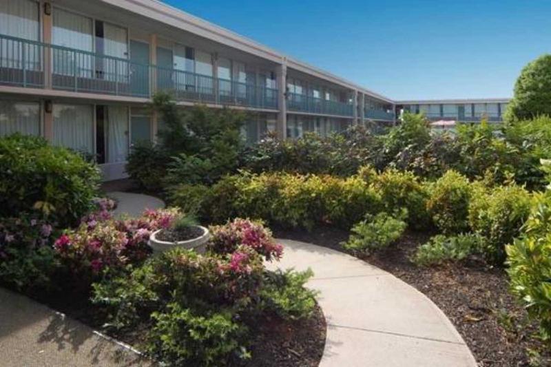 Quality Inn & Suites Conference Center Atlanta - Terrace - 8
