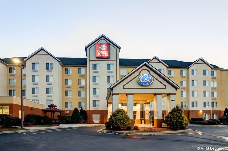 Comfort Suites Airport - Hotel - 2