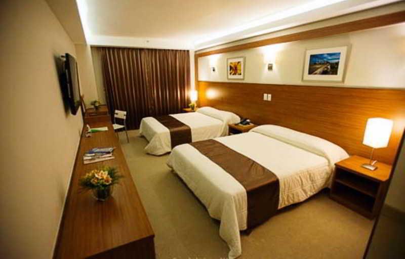 Room Weston Suites Hotel