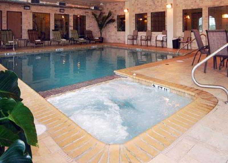 Pool Comfort Inn Near Seaworld