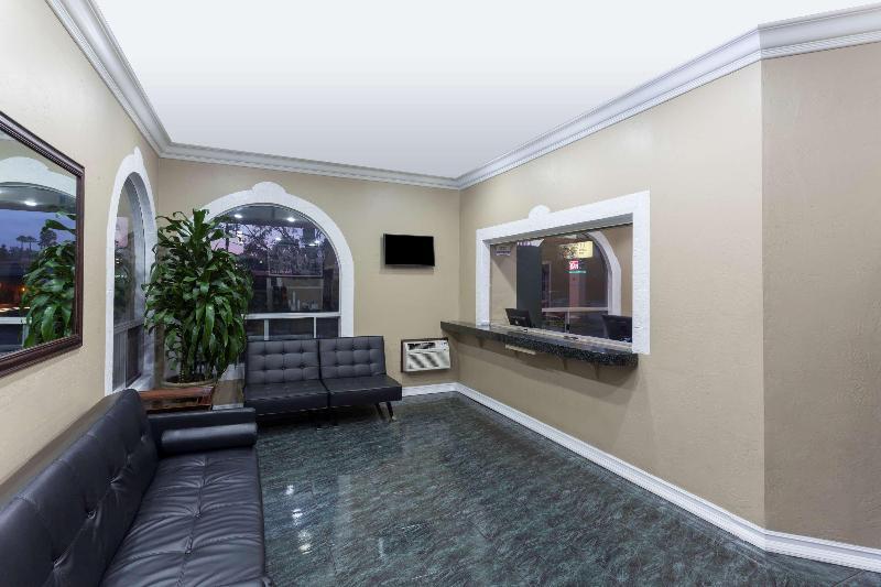 Lobby Super 8 By Wyndham San Diego Hotel Circle