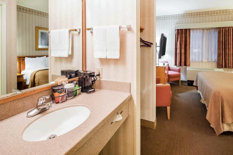 Quality Suites Near Convention Center - Room - 6