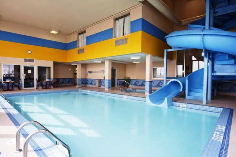Pool Comfort Inn & Suites Airport