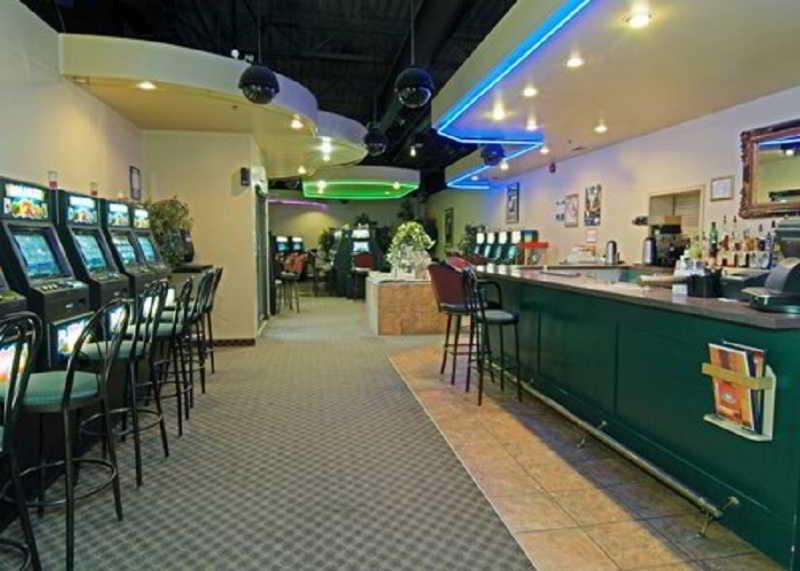 Bar Quality Inn North Hill