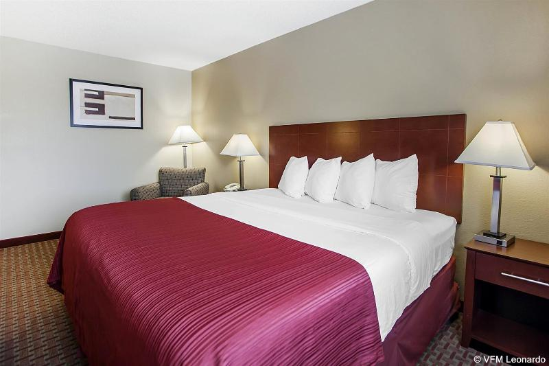 Quality Inn & Suites - Hotel - 1