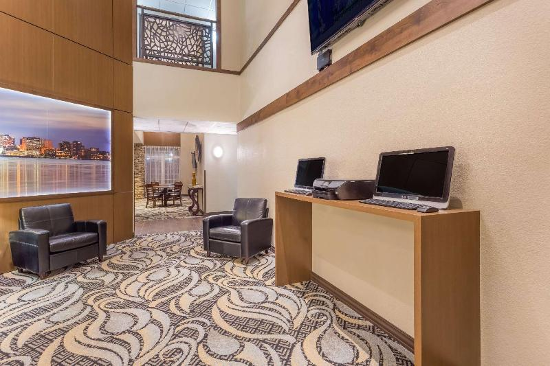 Quality Inn & Suites - Hotel - 2