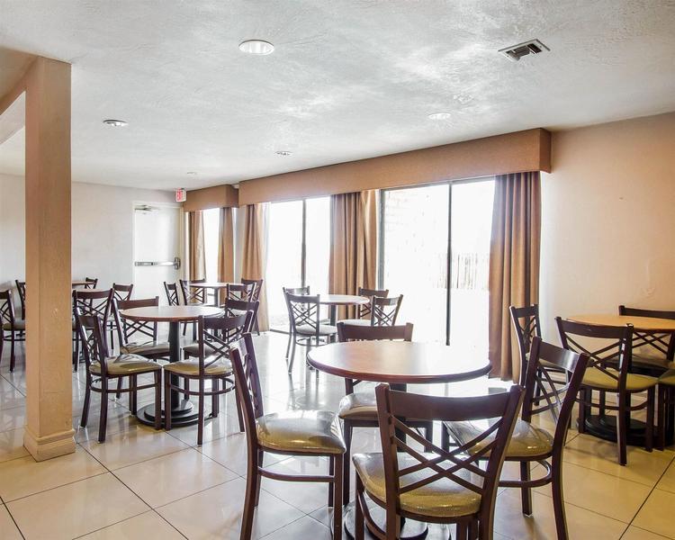 Clarion Inn - Hotel - 2
