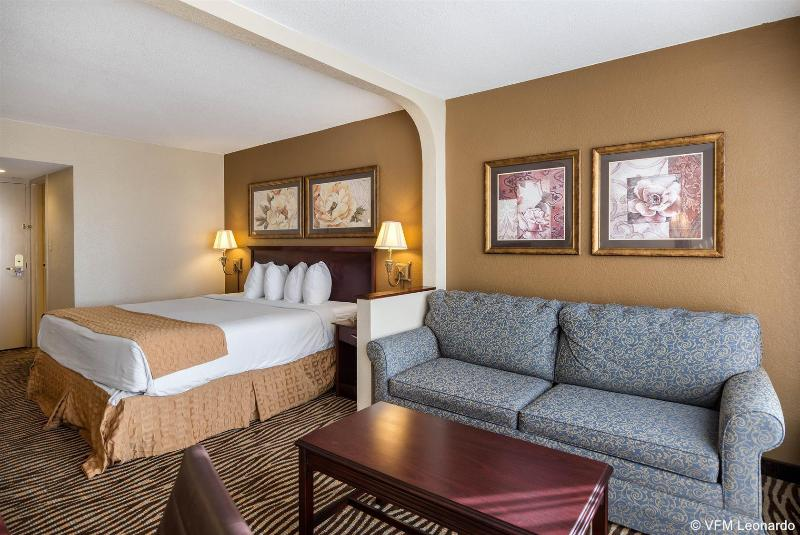 Quality Inn & Conference Center - Hotel - 2