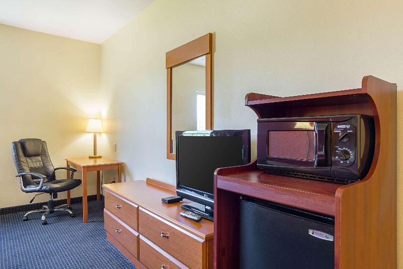 Room Econo Lodge  Inn & Suites