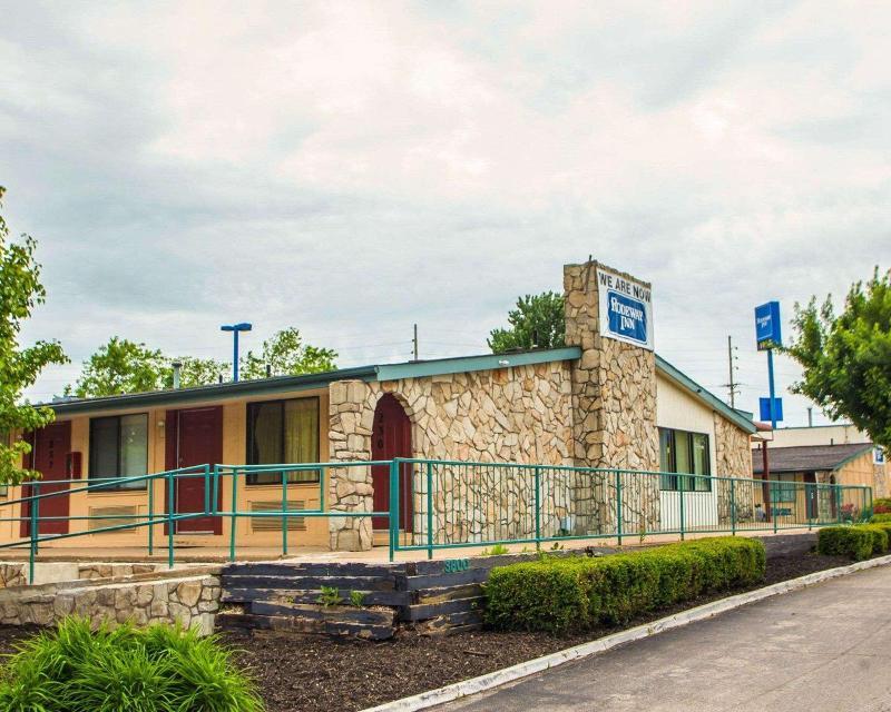 Rodeway Inn - Hotel - 1