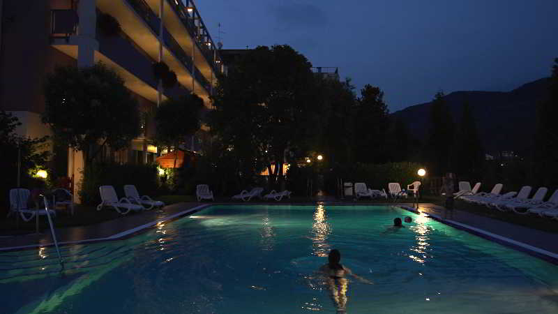 Pool Hotel Ambassador Suite