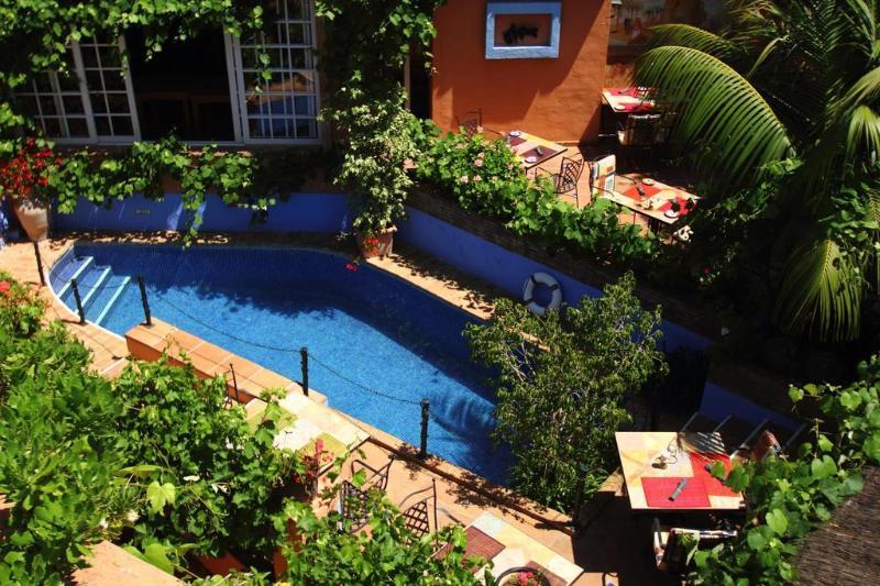 Pool Amanhavis