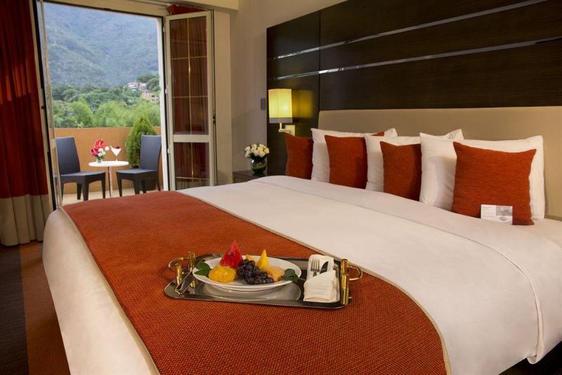 Altamira Village Hotel & Suites