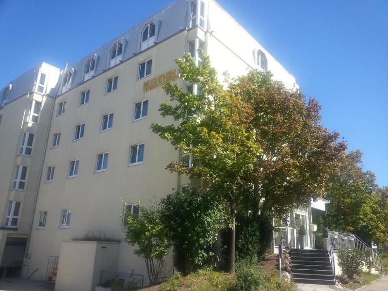 Mercure Stuttgart Zuffenhausen - Hotel - 2