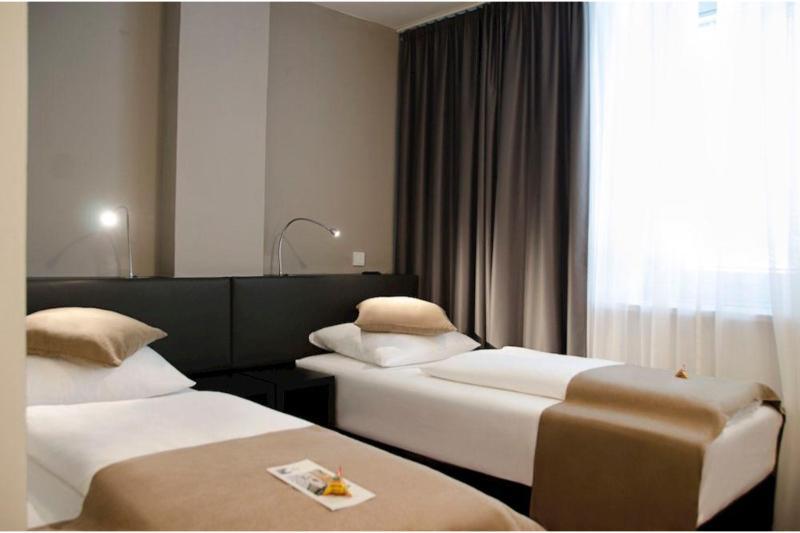 Room The Corner Hotel