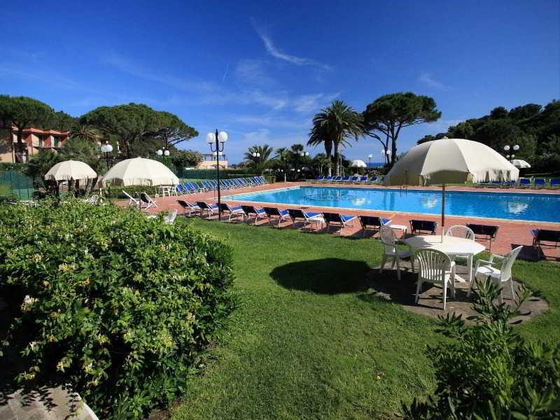 Pool Hotel Desiree