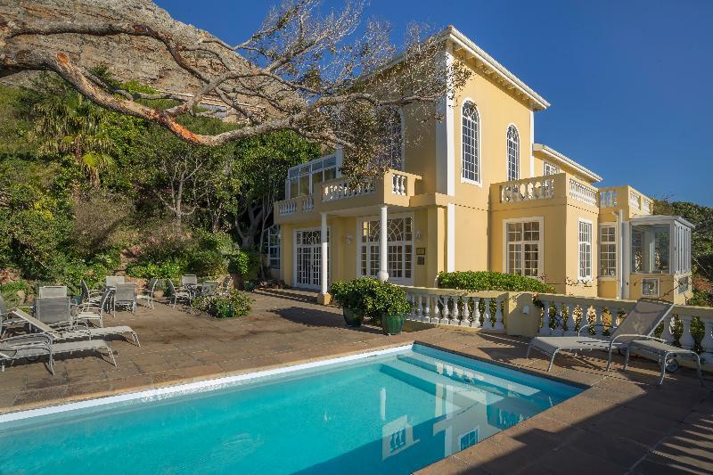 Pool Colona Castle