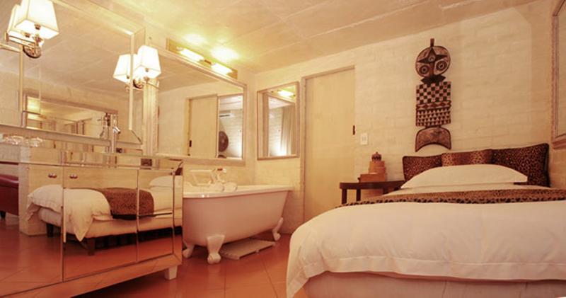 Room Colona Castle