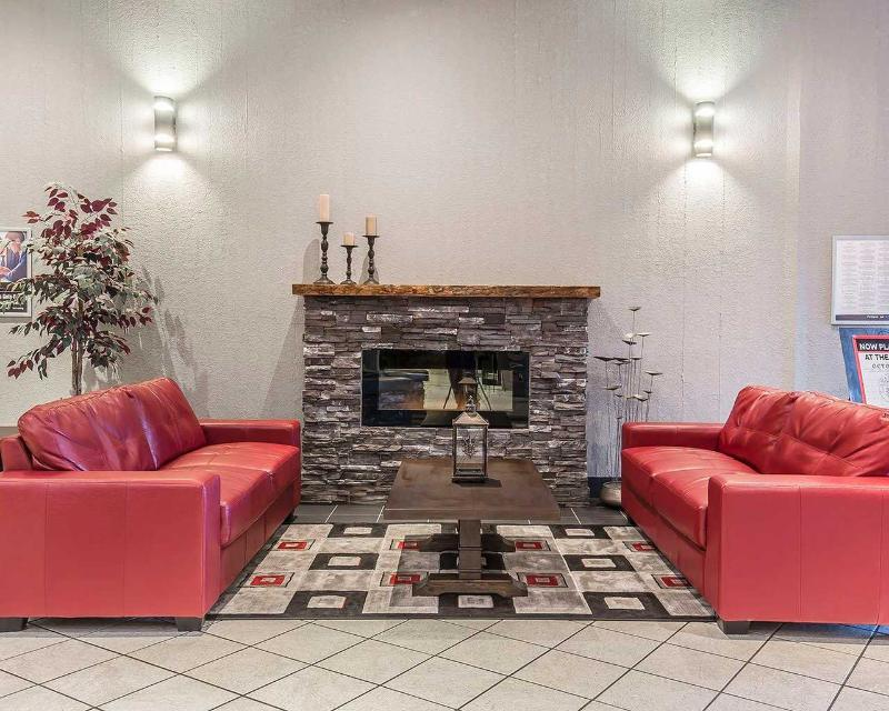Clarion Hotel & Conference Centre in Medicine Hat - General - 0