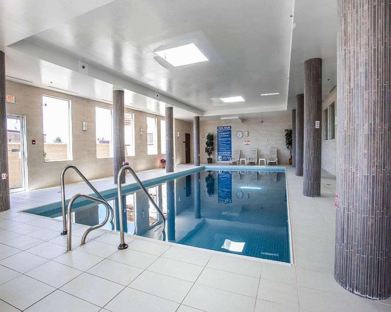 Comfort Hotel Bayer´s Lake - Pool - 2