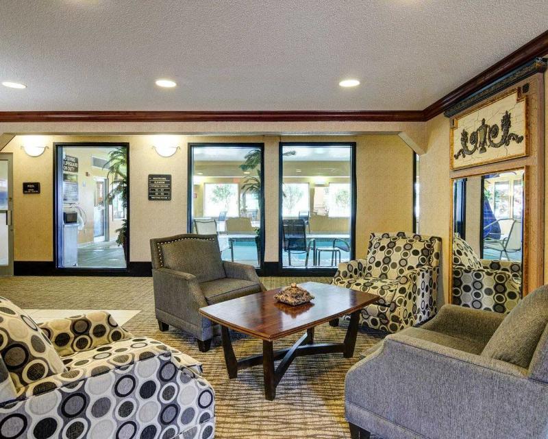 Comfort Inn & Suites near Hendrix College - General - 6