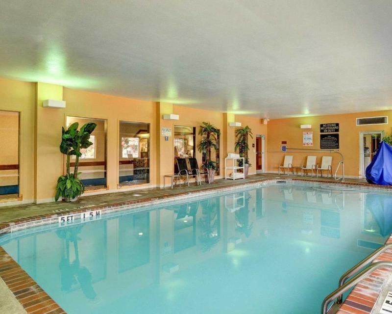 Comfort Inn & Suites near Hendrix College - Pool - 2